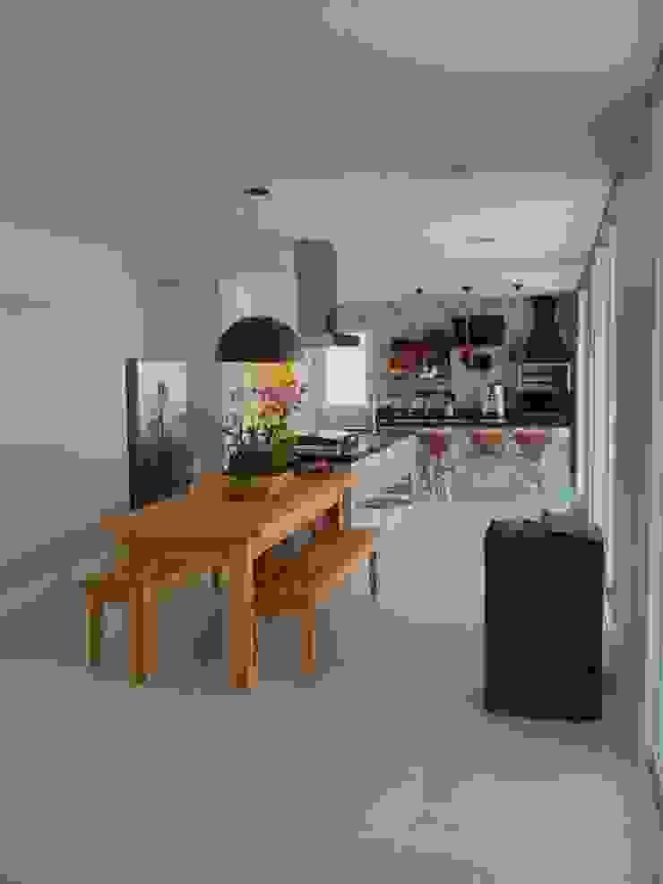 Casa Serra dos Cristais – Cajamar / SP Salas de jantar modernas por Carolina Bernardi Arquitetura Moderno