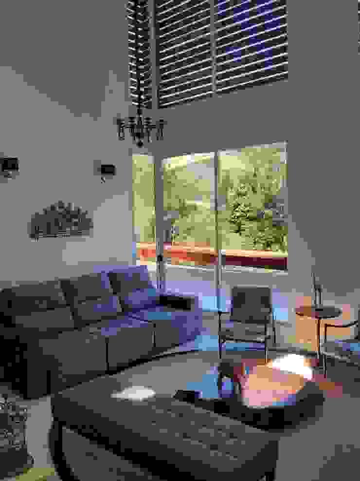 Casa Serra dos Cristais – Cajamar / SP Salas de estar modernas por Carolina Bernardi Arquitetura Moderno