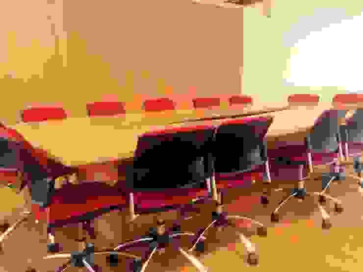 PROYECTO MOBILIARIO. OFICINAS ALIANZA ECUADOR de La Carpinteria - Mobiliario Comercial Moderno