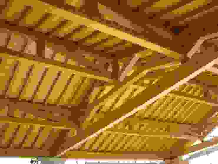 COPERTURA AD INCASTRO LEGNO/LEGNO De Prà Adriano Caselegno Spazi commerciali in stile rurale Legno composito Effetto legno