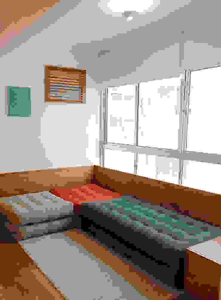 Modern Terrace by LUB Arquitetura - Luiza Bassani Modern Wood Wood effect