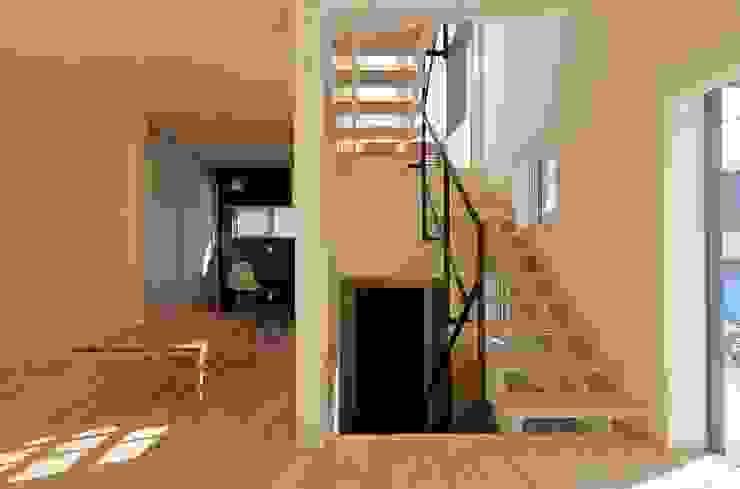Modern Living Room by 富谷洋介建築設計 Modern