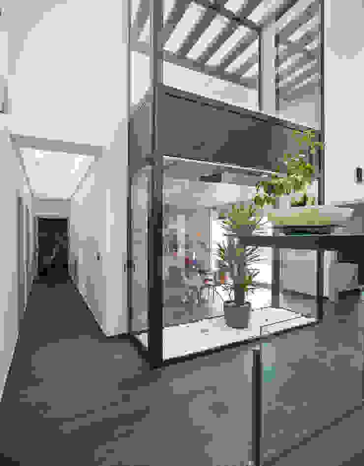 Mascagni arquitectos Moderner Flur, Diele & Treppenhaus