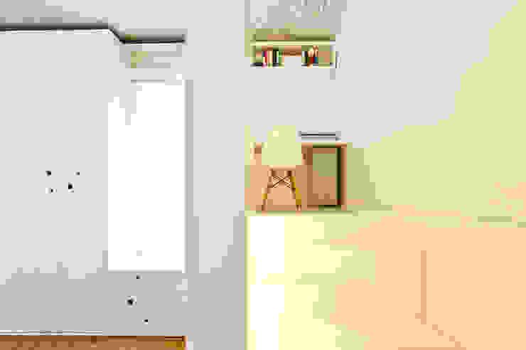 Mediterranean corridor, hallway & stairs by disegnoinopera Mediterranean