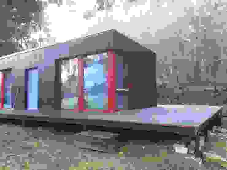 MCB International Timber-Work Limited 現代房屋設計點子、靈感 & 圖片 木頭 Red