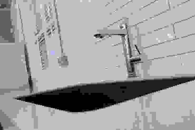 A Contemporary Office Refit at Delete Leeds - Kitchen sink Redesign Edificios de oficinas Azulejos