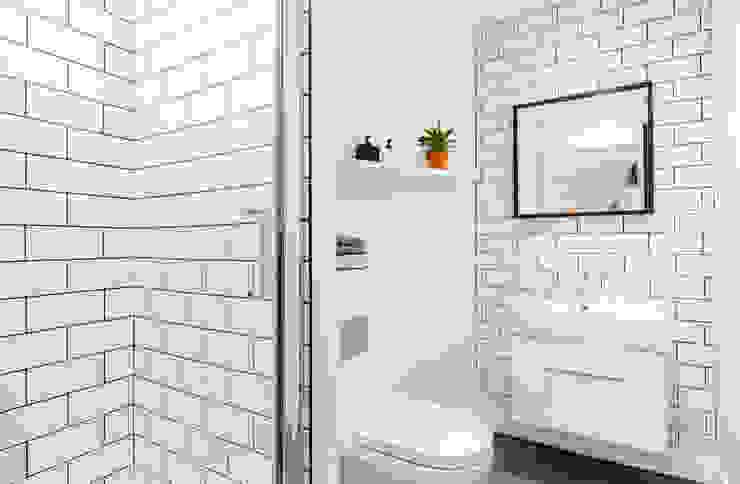 Studio Living by WN Interiors 現代浴室設計點子、靈感&圖片 根據 WN Interiors 現代風