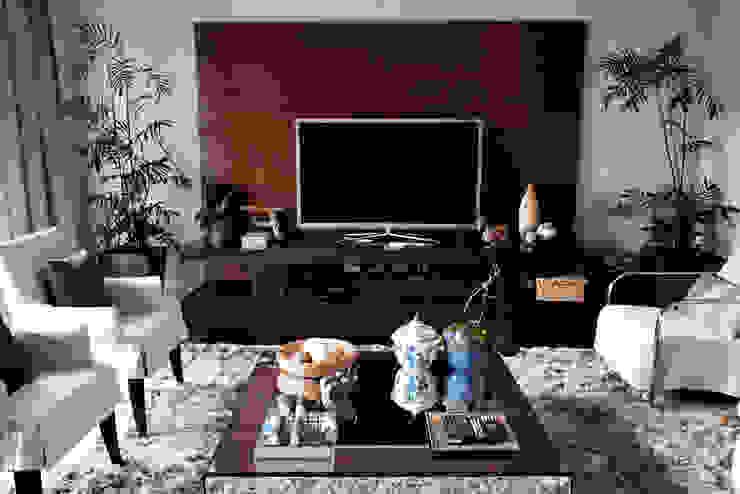 Vanderlei Modern living room by Camila Vicari Arquitetura da Paisagem Modern