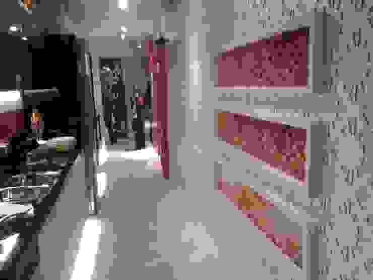 Projeto モダンスタイルの 玄関&廊下&階段 の Complementto D モダン