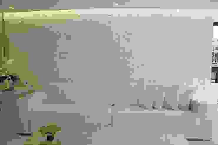 Projeto モダンスタイルの寝室 の Complementto D モダン