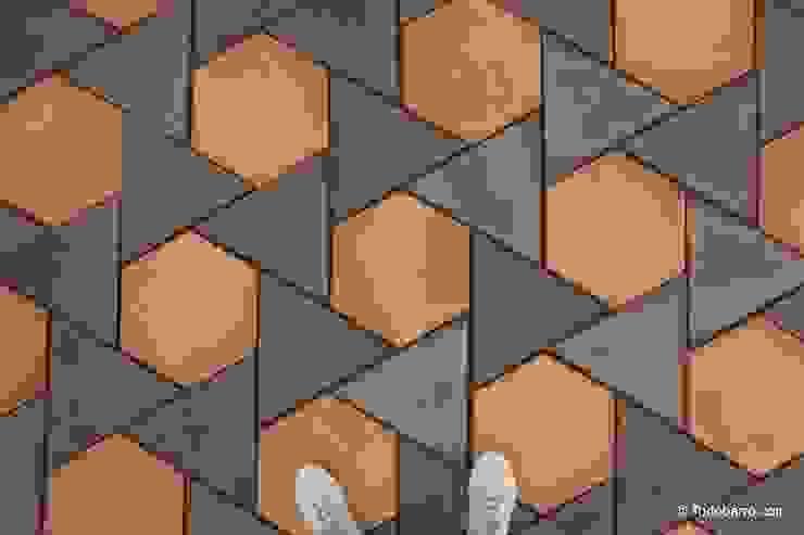 Suelo de barro Girasol 05 Paredes y suelos de estilo mediterráneo de Todobarro Mediterráneo Cerámico