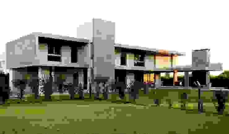 Classic style houses by Estudio Cavadini Classic