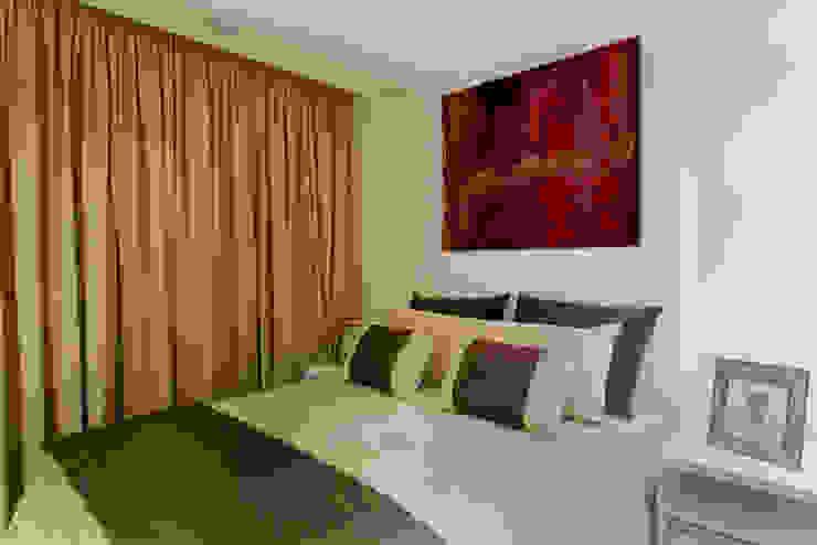 غرفة نوم تنفيذ Designer de Interiores e Paisagista Iara Kílaris, حداثي MDF