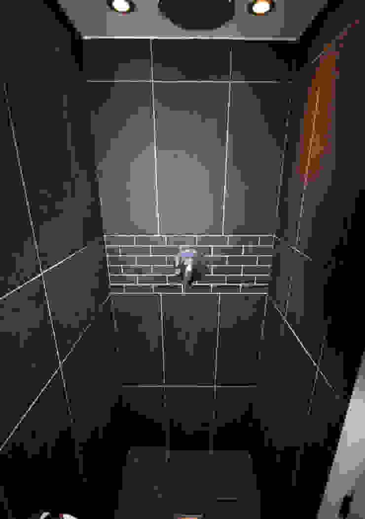 Simple wetroom by Redesign Класичний Плитки