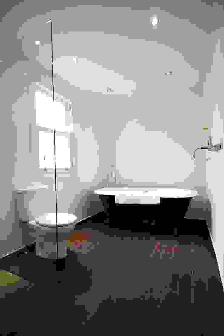 Simple wetroom by Redesign Класичний