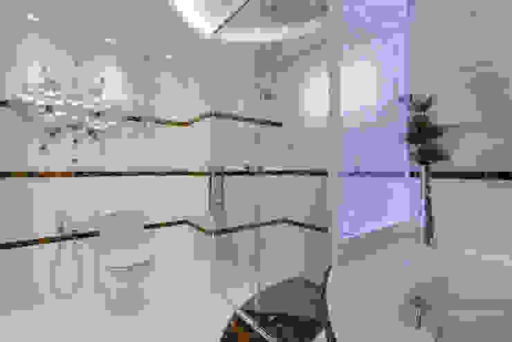 حمام تنفيذ Designer de Interiores e Paisagista Iara Kílaris, حداثي رخام