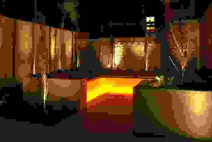 Classic style garden by Akasha espacios iluminados Classic