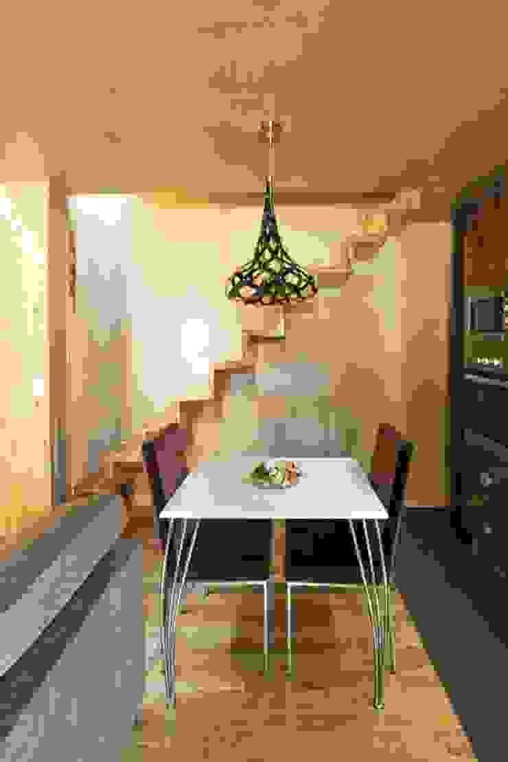 Kiko House Salas de jantar modernas por RH Casas de Campo Design Moderno
