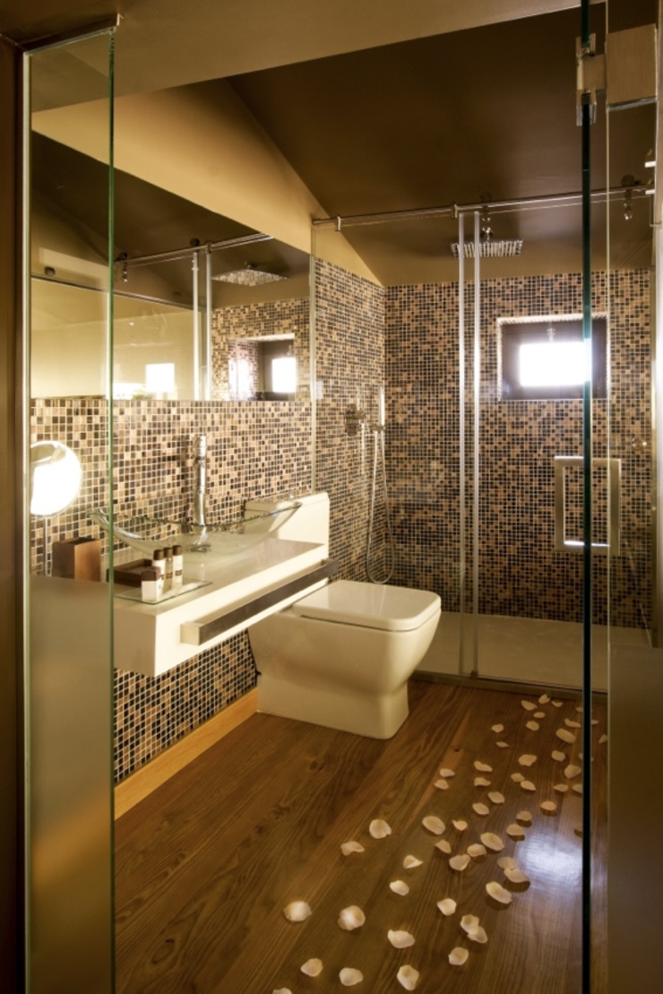 Kiko House Baños de estilo moderno de RH Casas de Campo Design Moderno