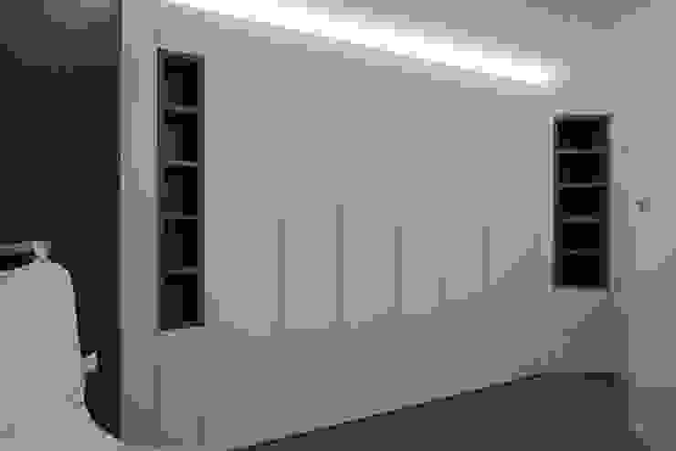Interno AT Camera da letto moderna di Stefano Viganò Architetto Moderno