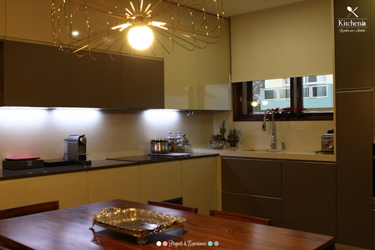 Cozinha FT por Kitchen In Moderno