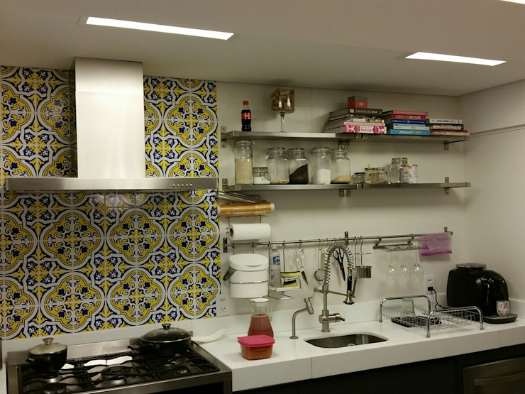 Kitchen by Politi Matteo Arquitetura,