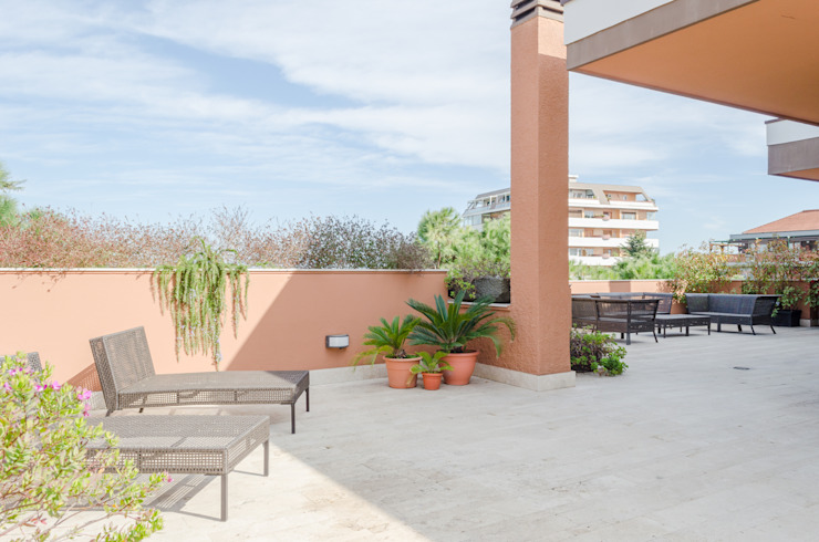 Attico Balcone, Veranda & Terrazza in stile mediterraneo di STUDIO DI ARCHITETTURA CATALDI MADONNA Mediterraneo