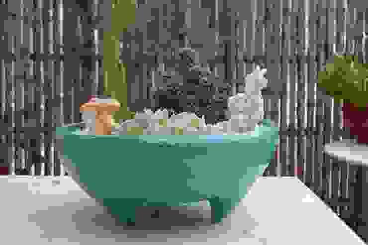 Minimalist style garden by CURADORAS Minimalist Ceramic