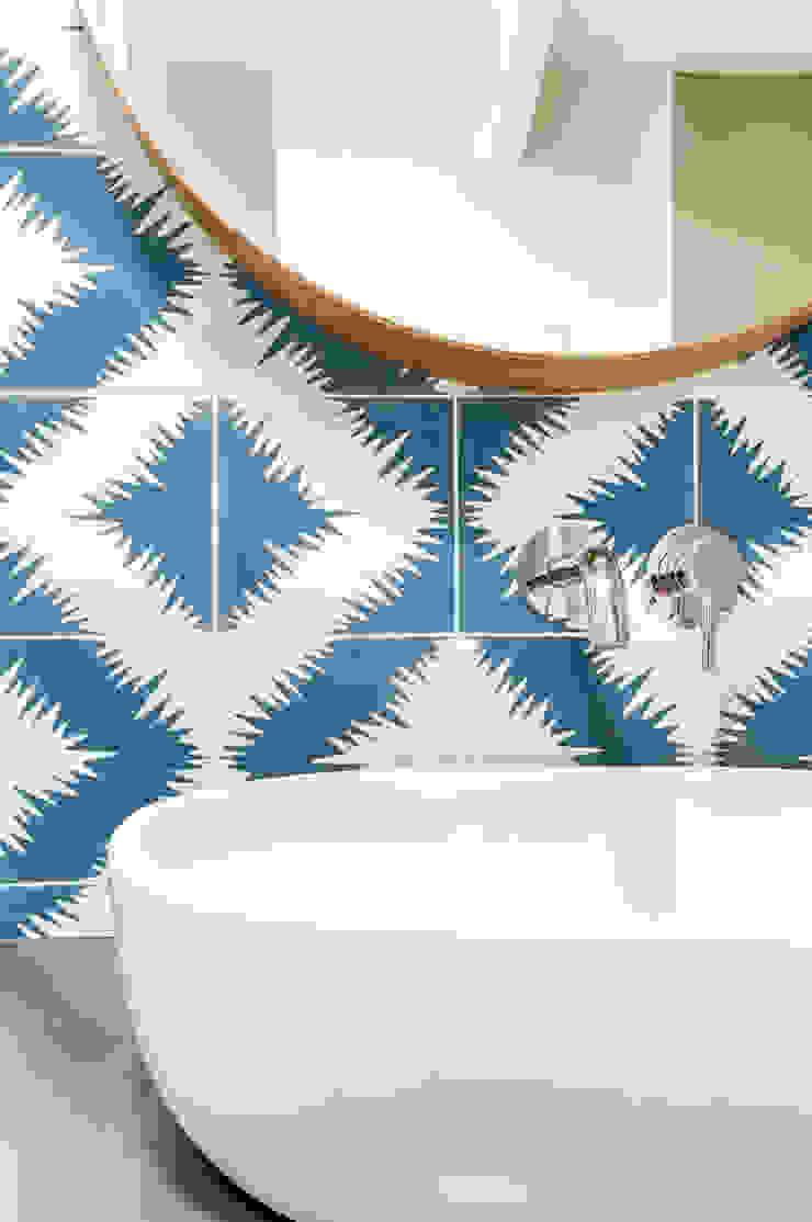 Banheiros modernos por Transition Interior Design Moderno
