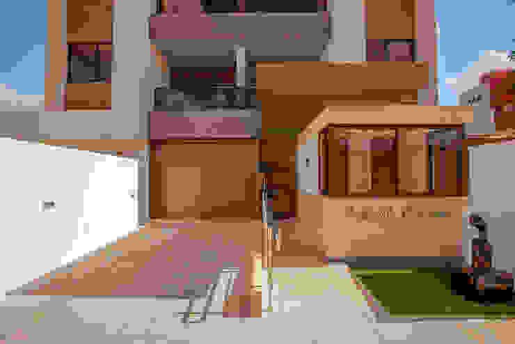 Minimalist houses by Martins Lucena Arquitetos Minimalist
