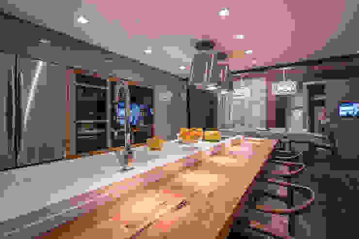 Projeto Cris Passing - Casa Cor Florianópolis 2015 Cozinhas clássicas por Ronald T. Pimentel Fotografia Clássico