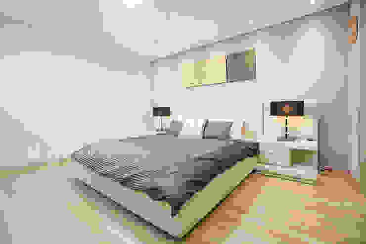 モダンスタイルの寝室 の 퍼스트애비뉴 モダン