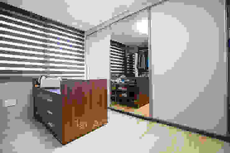 Ruang Ganti by 퍼스트애비뉴
