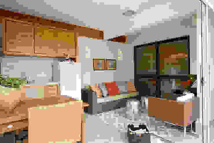 Balcones y terrazas modernos de Silvana Lara Nogueira Moderno