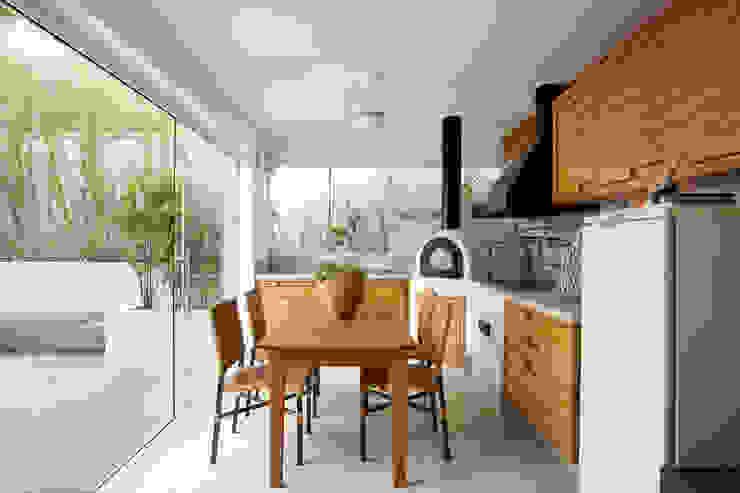 Casa de Tamboré Varandas, alpendres e terraços modernos por Silvana Lara Nogueira Moderno