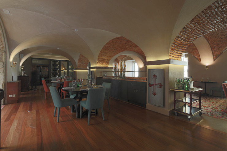 Grupo Pestana: Pousada de Lisboa Paredes e pisos clássicos por Strong Wood Floors Clássico
