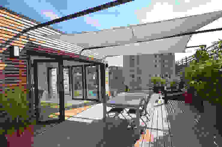 Rooftop architecte Balcon, Veranda & Terrasse modernes par RM Architecte Moderne Bois Effet bois