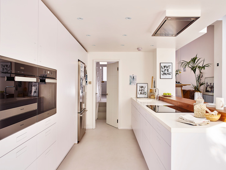 Bright light & white by Holloways of Ludlow Bespoke Kitchens & Cabinetry Minimalist Wood Wood effect
