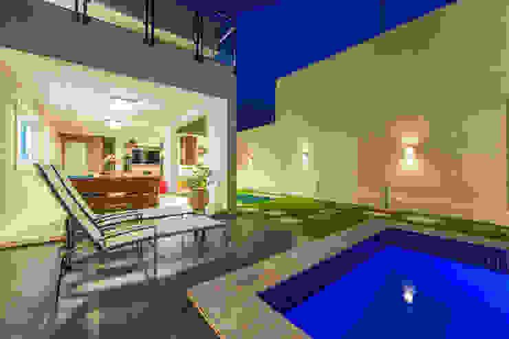 Moderne zwembaden van Rita Albuquerque Arquitetura e Interiores Modern