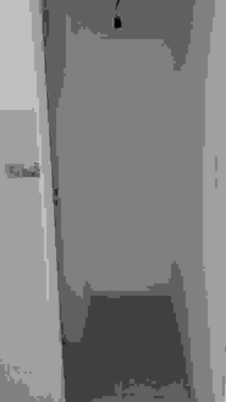 Pasillos, vestíbulos y escaleras de estilo clásico de Perez Pando Inmobiliaria Clásico