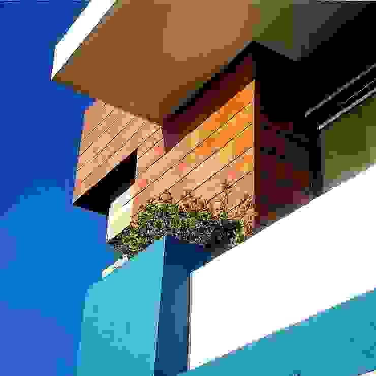 CASA AZUL LOMAS DIAMANTE Hoteles de estilo minimalista de JUAN CARLOS ROJAS ARQUITECTOS Minimalista Cerámico