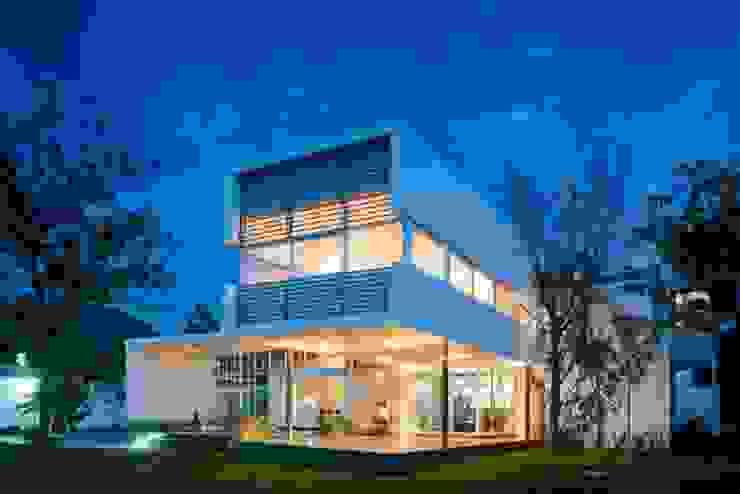 現代房屋設計點子、靈感 & 圖片 根據 Vektor arquitek 現代風
