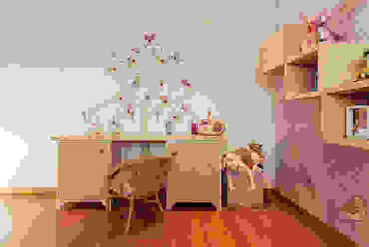 Escritorio habitacion infantil de Cristina Cortés Diseño y Decoración Moderno