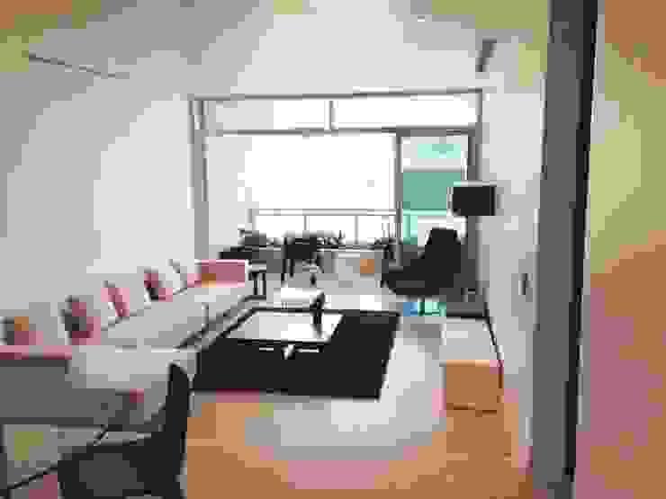Apto. Colinas de Valle Arriba Salas de estilo moderno de THE muebles Moderno