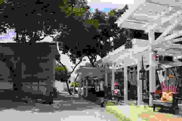 Café da Corte - Área Externa:  colonial por Ornato Arquitetura,Colonial