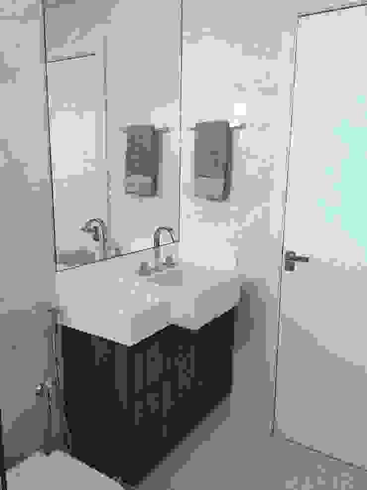 Filipe Castro Arquitetura | Design Minimalist bathroom