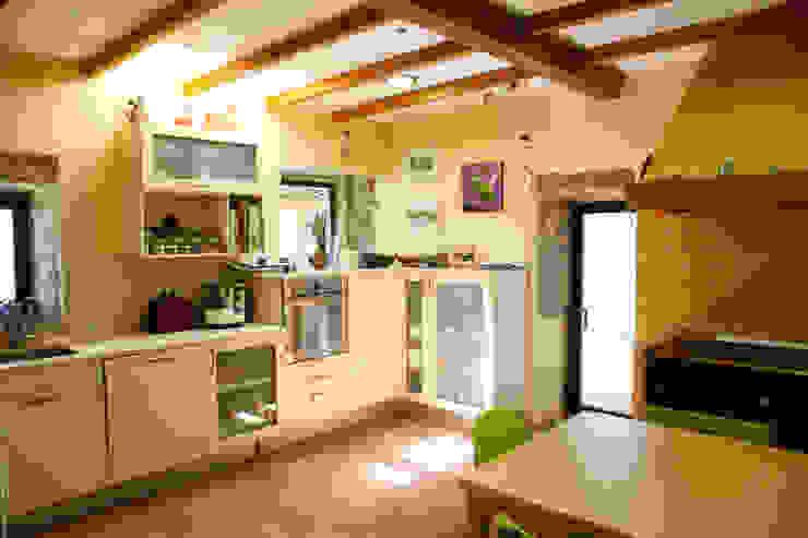 O eido da revolta_Vivienda Unifamiliar Cocinas de estilo moderno de MAGA - Diseño de Interiores Moderno