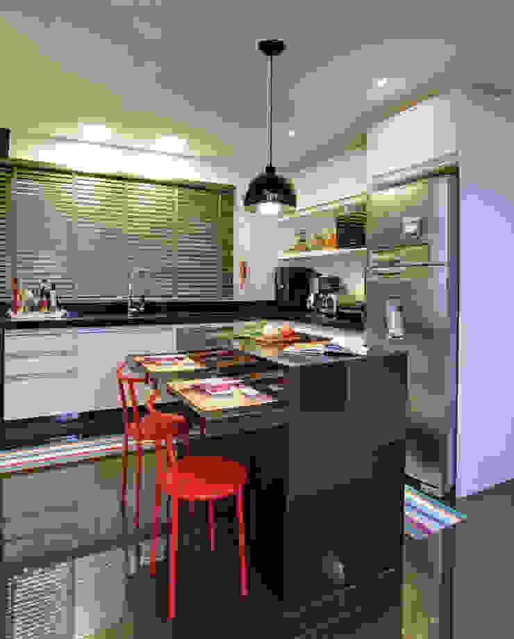 Modern kitchen by Híbrida Arquitetura, Engenharia e Construção Modern