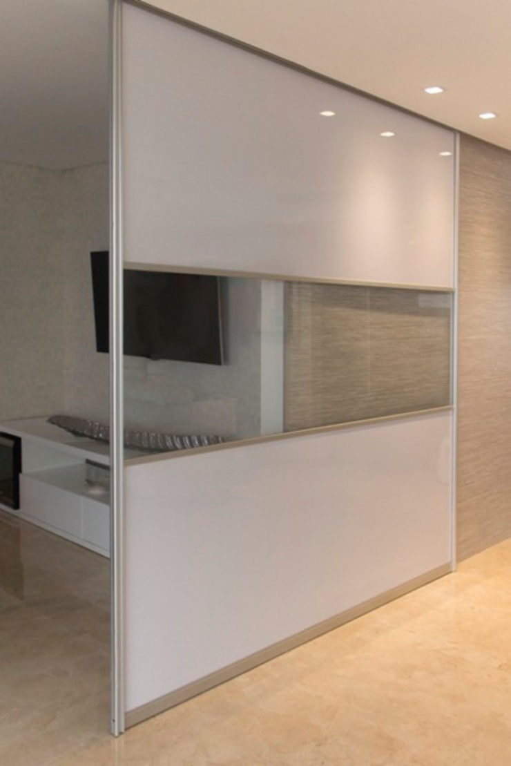 modern  by Monica Saravia, Modern Aluminium/Zinc