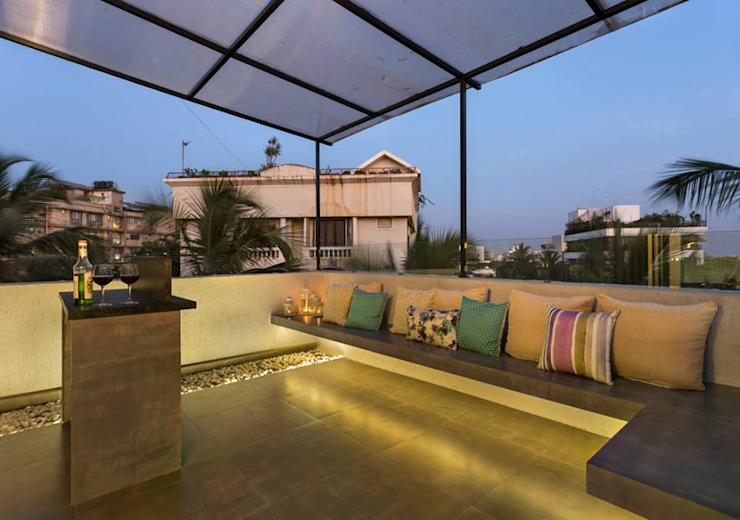 JANKI KUTIR APARTMENT Modern balcony, veranda & terrace by The design house Modern